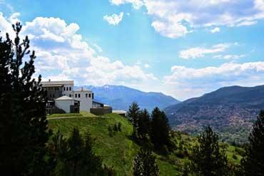 מלון על צלע הר